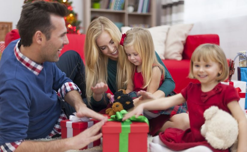 Glad familie juleaften